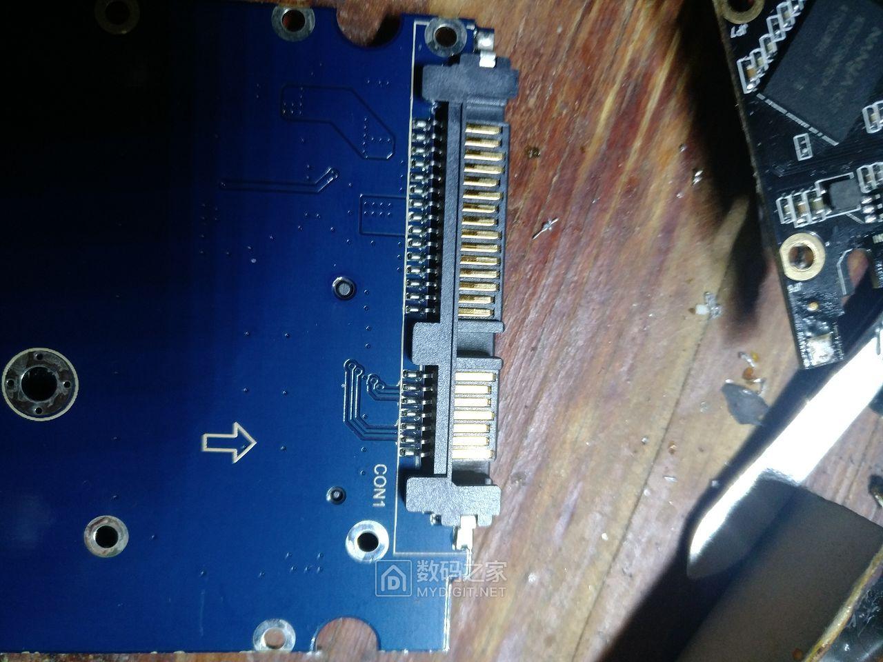 给256G云储M746固态硬盘更换接口