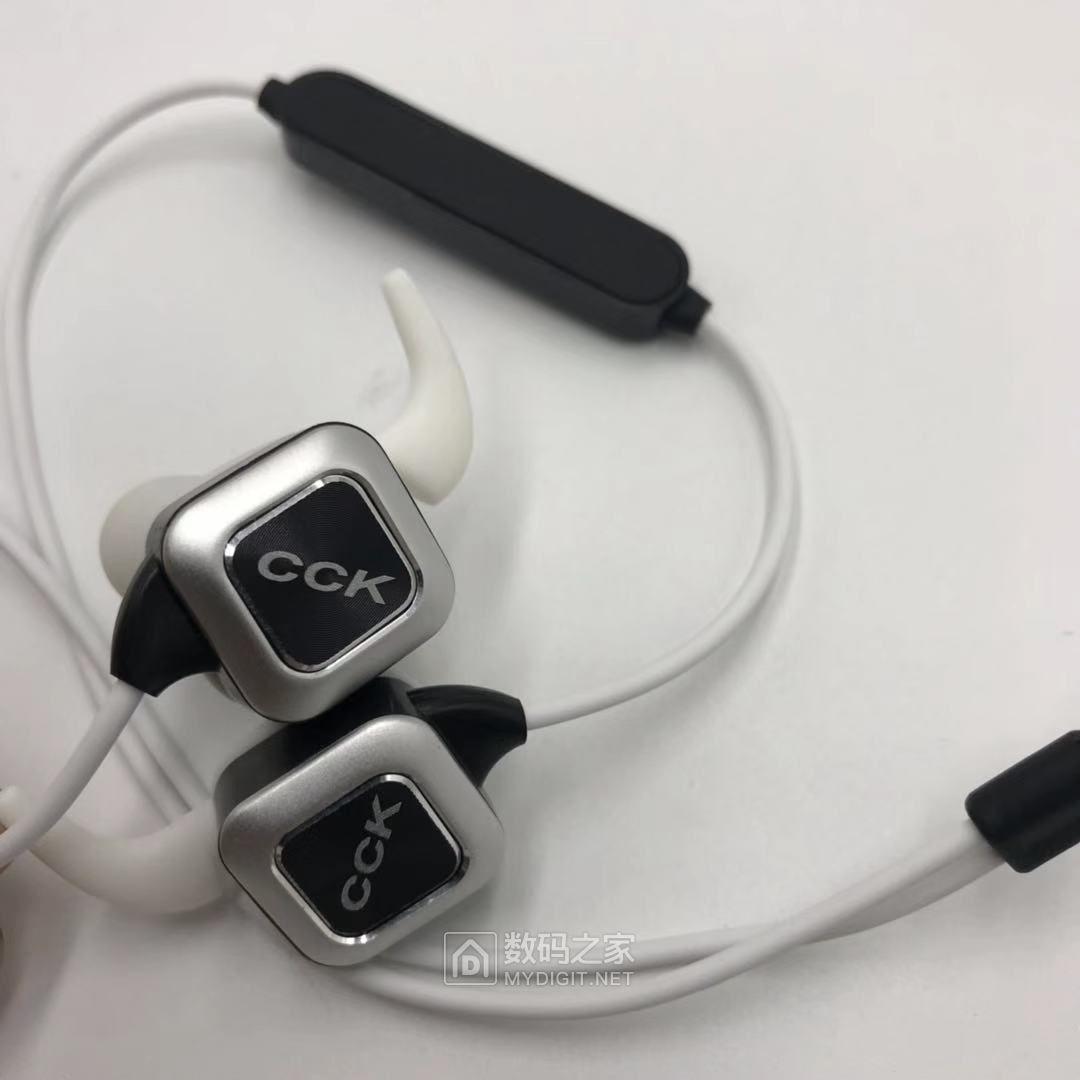 新品上架高清分配器苹果线 童学习电脑蓝牙运动耳机 硅胶键盘等等 [