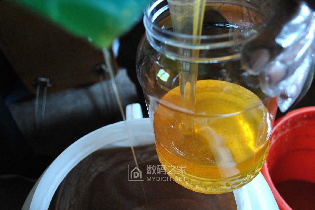 新椴蜜、百花蜜、蜂王浆都有,随时联系旺旺yang123xh0116,坛友包邮非偏远!