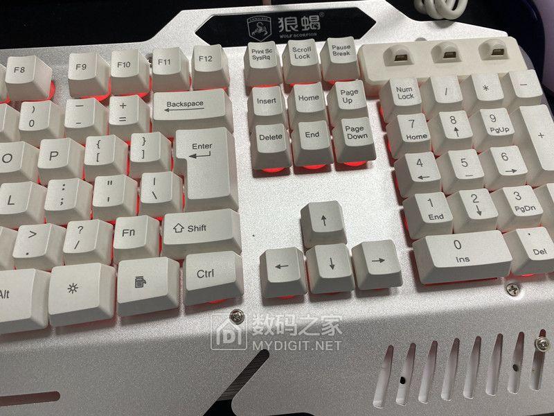 游戲鍵盤,三種燈光,全新, 按鍵基本壞了,單個10元