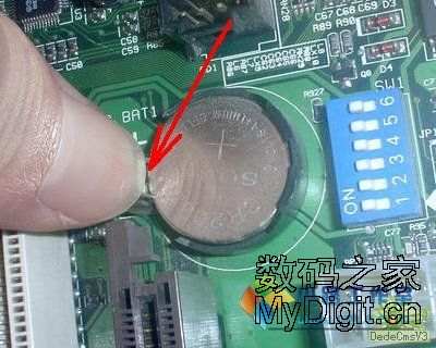 如何对主板CMOS电池放电图片